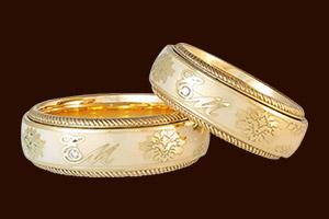 Золотые кольца с арнаментом
